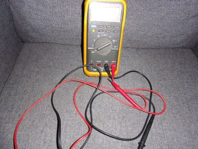 FLUKE 87 True rms DIGITAL MULTIMETER Wire Tester With Light & Rubber Protector