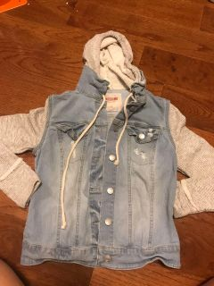 Girl jacket $4.00 good condition p p u or meet in Gallatin