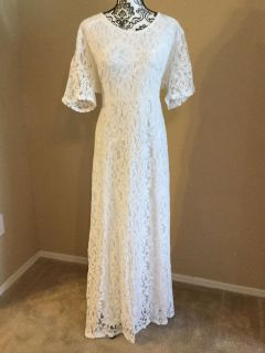 New Never Worn Lace Wedding Gown Size 26 Floor Length