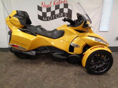 2013 Can-AM Spyder® RT-S SE5 (Circuit Yellow Metallic)