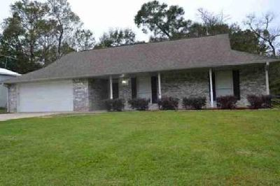 27 Briarwick Lumberton Three BR, This home has plenty of room