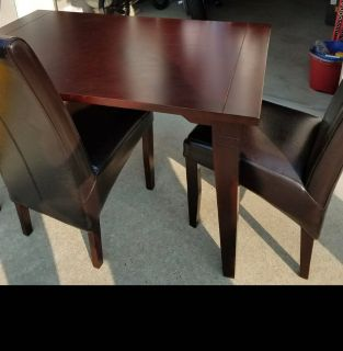 Dining Table with 2 chairs & Booth