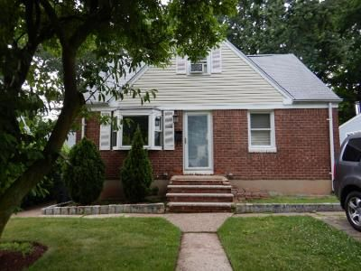 3 Bed 2 Bath Preforeclosure Property in Bergenfield, NJ 07621 - Dudley Dr
