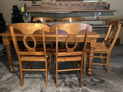 Oak wood Kitchen table w/5 chairs