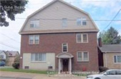 Apartment Rental - 944 Beech St