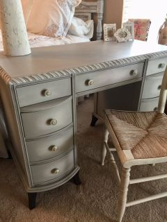 Stunning/Classic..Desk/Vanity..9 Drawers..finished on all for sides..solid wood