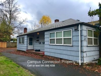 ONLY ONE ROOM LEFT in this 5 bed/2 bath West Campus home!