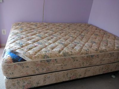 Serta Perfect Sleeper Queen Bed, Box spring, and Frame on wheels