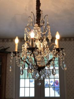 REAL CRYSTAL REAL CRYSTAL CHANDELIER. PICK UP IN BARNESVILLE .