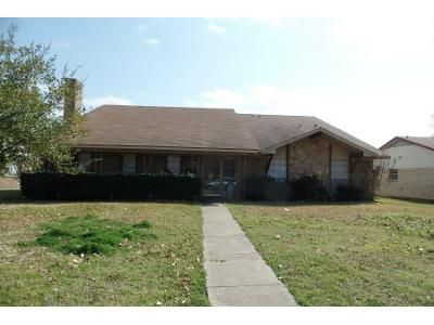 4 Bed 2.5 Bath Preforeclosure Property in Mesquite, TX 75150 - Jamestown Dr