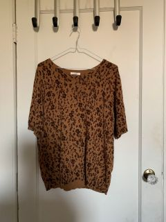 Leopard h and m top