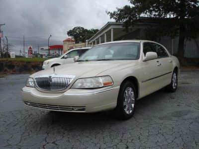 2003 Lincoln Town Car Cartier (GLD)
