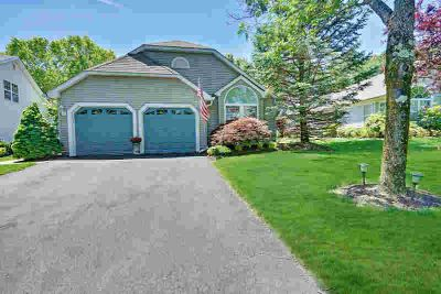 4 Strawberry Lane LAKEWOOD Two BR, This gorgeous home shows