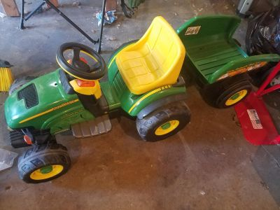Peg Perego 6v john deere ride on tractor and trailer