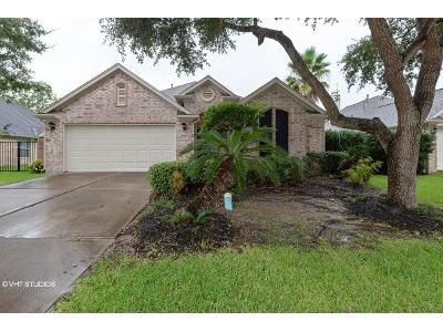 2 Bed 2 Bath Foreclosure Property in League City, TX 77573 - Fairway Pointe Dr