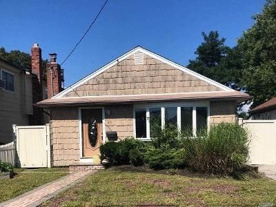 2 Bed 1 Bath Foreclosure Property in Amityville, NY 11701 - Elgin Rd