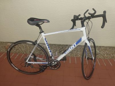 Giant (Defy 1) Road Bike