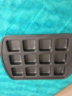 Pampered chef brownie & other goodies pan - CountyLine & Walnut