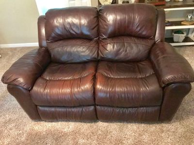 Reclining couch and loveseat