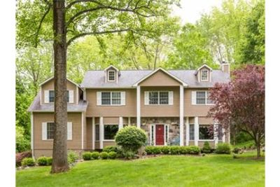 5 Br Private setting home