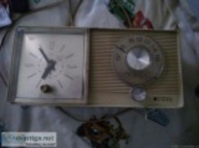 Antique s General Electric am radio with alarm