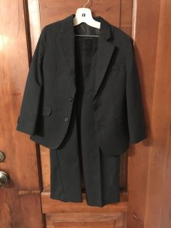 Adorable black suit size 7. EUC worn once. Not cheap polyester. Nicer quality.