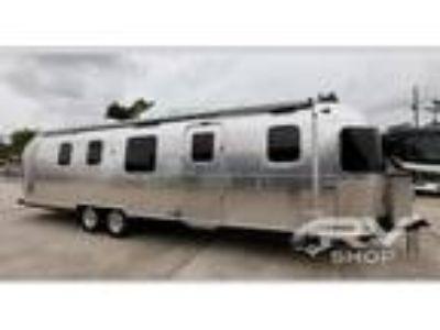 2020 Airstream Classic 33FB