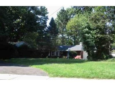 3 Bed 1.5 Bath Foreclosure Property in Cleveland, OH 44126 - Mastick Rd