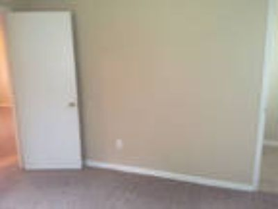 Townhouse Only For $750/mo. You Can Stop Lookin...