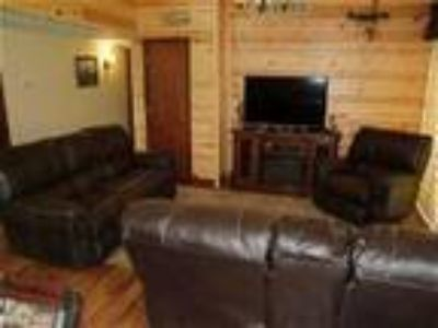 1st Choice Cabin Rentals Hocking Hills The Pines Lodge - Cabin