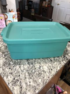 Rubbermaid container. 20 X 14 X 8