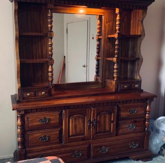 10 drawer solid wood dresser in excellent condition