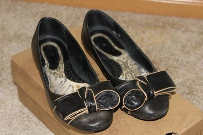 Born leather ballet flats with bows - size 6.5