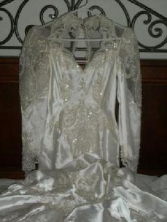 $400 OBO Beautiful Mermaid Wedding Gown
