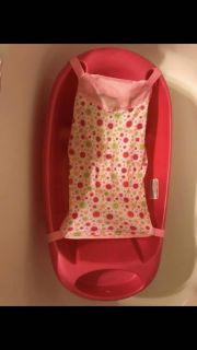 Baby bathtub with infant sling