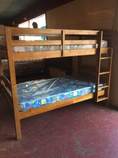 Wood Bunk Bed w / Mattresses (1) New