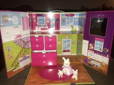 Calico Critters Carry and Playhouse w/ three bunnies