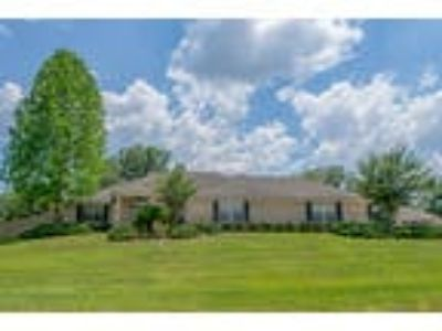 Three BR - 3.5 BA - Single Family Home for sale in Middleburg, FL