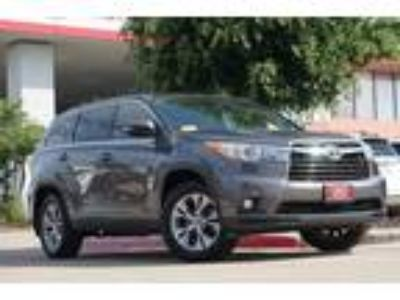 2016 Toyota Highlander LE Plus V6 Power Seat & Power Liftgate