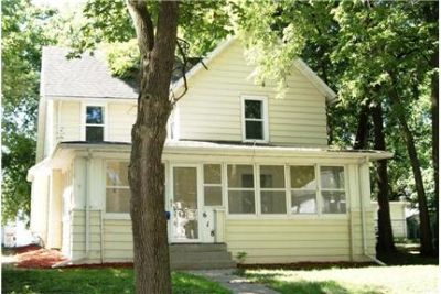 618 8th St - 3bd/1ba House Available Now!