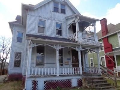 3 Bed 1 Bath Foreclosure Property in Springfield, MA 01109 - Buckingham St