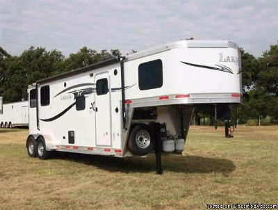 2015 Lakota 2 Horse trailer Charger GN with 9' LQ