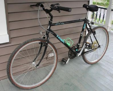 $200 Black Trek Antelope 800 mountain bike