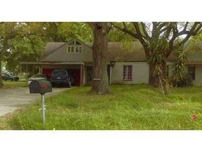 3 Bed 3 Bath Foreclosure Property in Baytown, TX 77520 - Wright Blvd