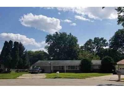 3 Bed 1 Bath Foreclosure Property in Loves Park, IL 61111 - Devon Ct