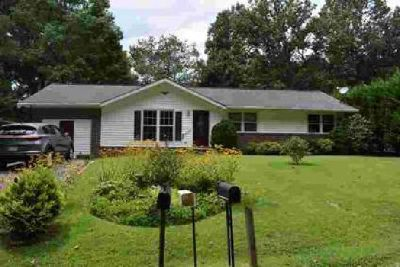 359 Lakeshore Dr Franklin Three BR, Take a look at this nice home
