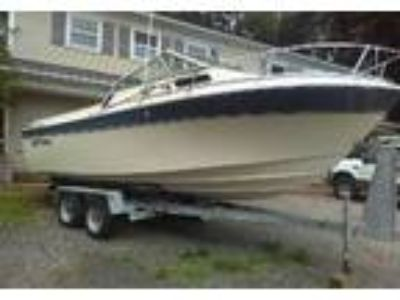 1984 Cruiser Yachts Barnegate Power Boat in Smithtown, NY