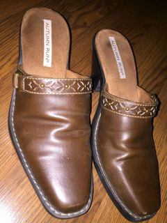 Size 9 brown slide on shoes