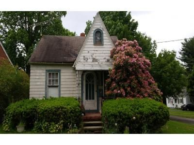 2 Bed 1 Bath Preforeclosure Property in Jamestown, NY 14701 - Willow Ave