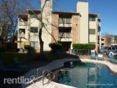 Conveniently located downtown first floor 2/2 condo.   Available NOW!!